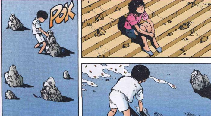 Akira joue dans l'eau sous la surveillance de Kaori