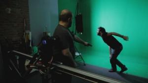 Les réalisateurs d'effets spéciaux testent des armes avant d'intégrer les FX sur le visiteur du futur