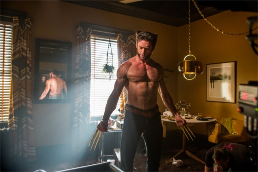 Wolverine dans X-Men : Days of the future past, mais pourquoi finit-il toujours torse nu ?