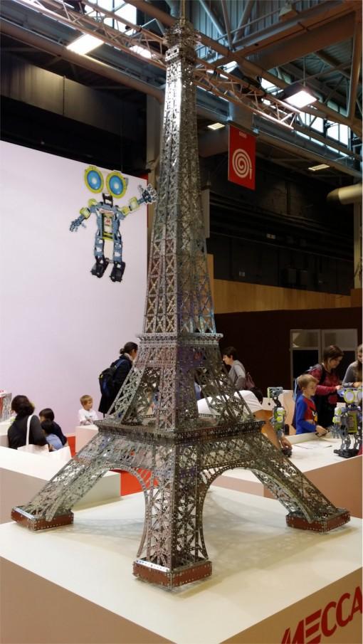 Tour Eiffel en mecano sur le salon Kid Expo 2015