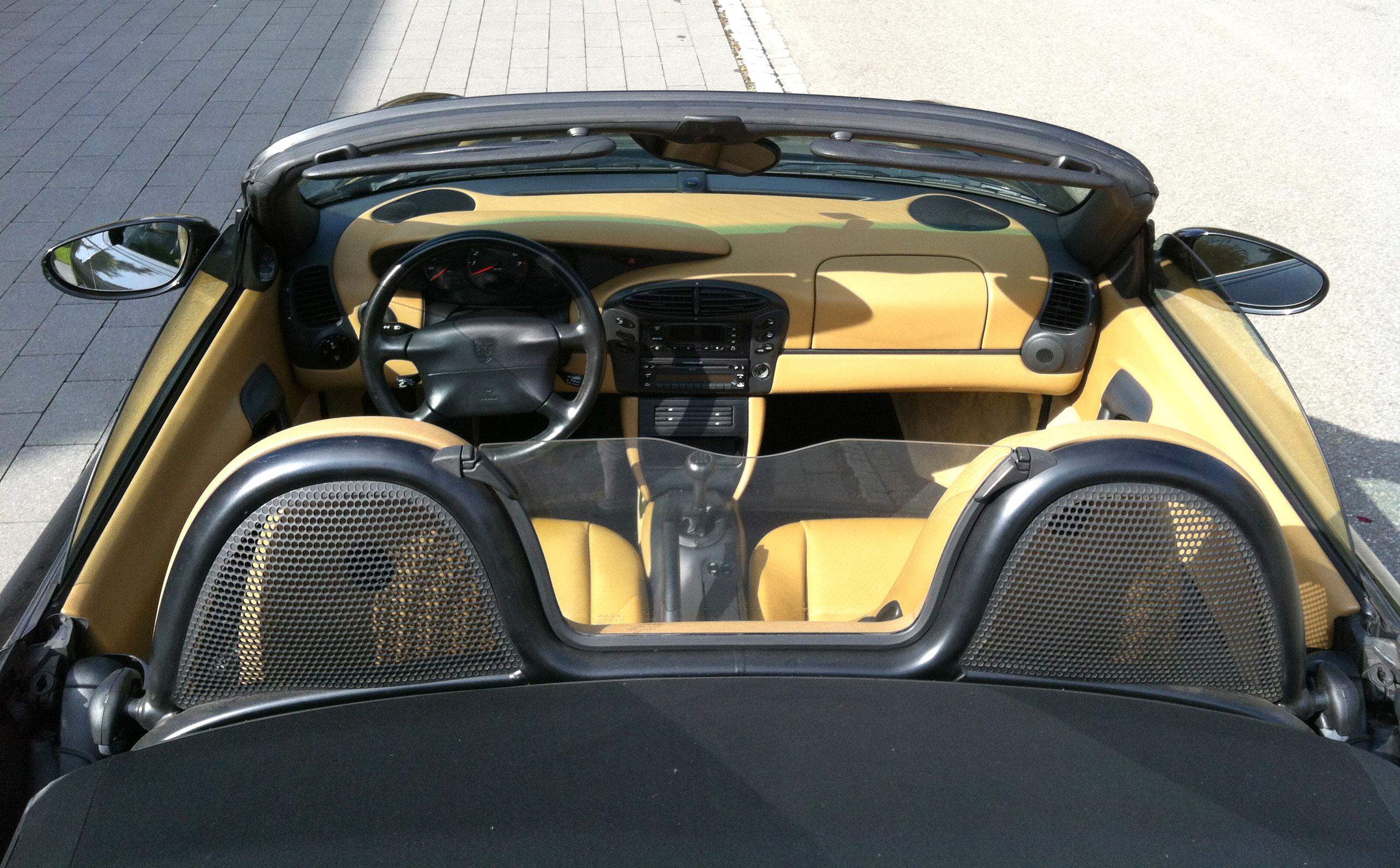 Boxster 986 de 2,5L de 1997 noir habitacle beige