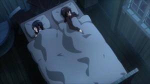 Rassurée par la présence de Kirito, Sachi s'endort à côté de lui.