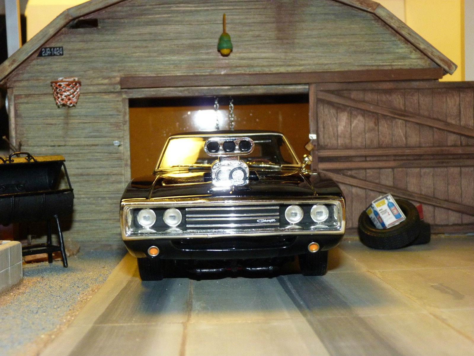 Diorama garage 1/18 de la Dodge Charger de Fast Furious