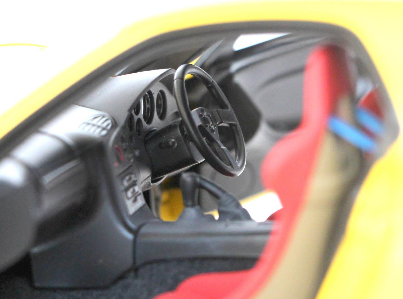 tableau de bord de la Mazda RX 7 AUTOart ech 1/18 - Initial D