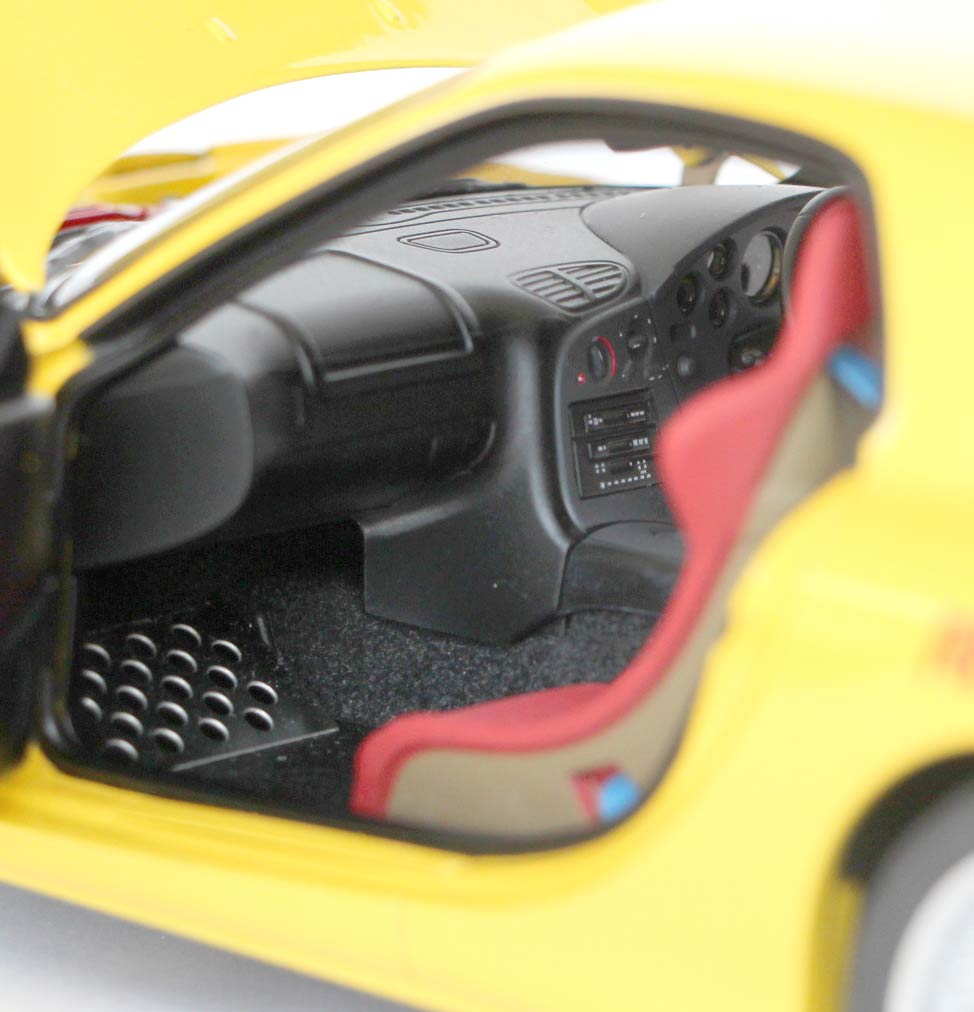plaque pour les pieds du passager pour la Mazda RX 7 AUTOart ech 1/18 - Initial D