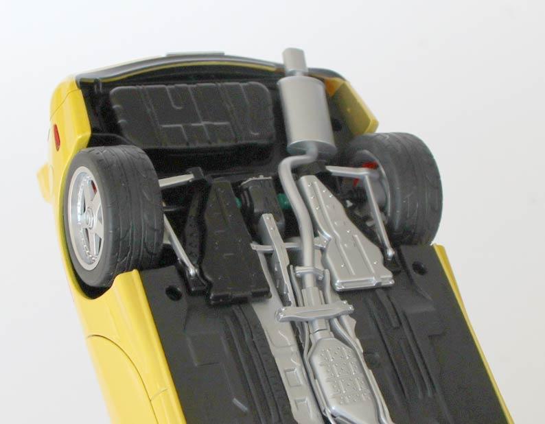 dessous détaillé de la Mazda RX 7 AUTOart ech 1/18