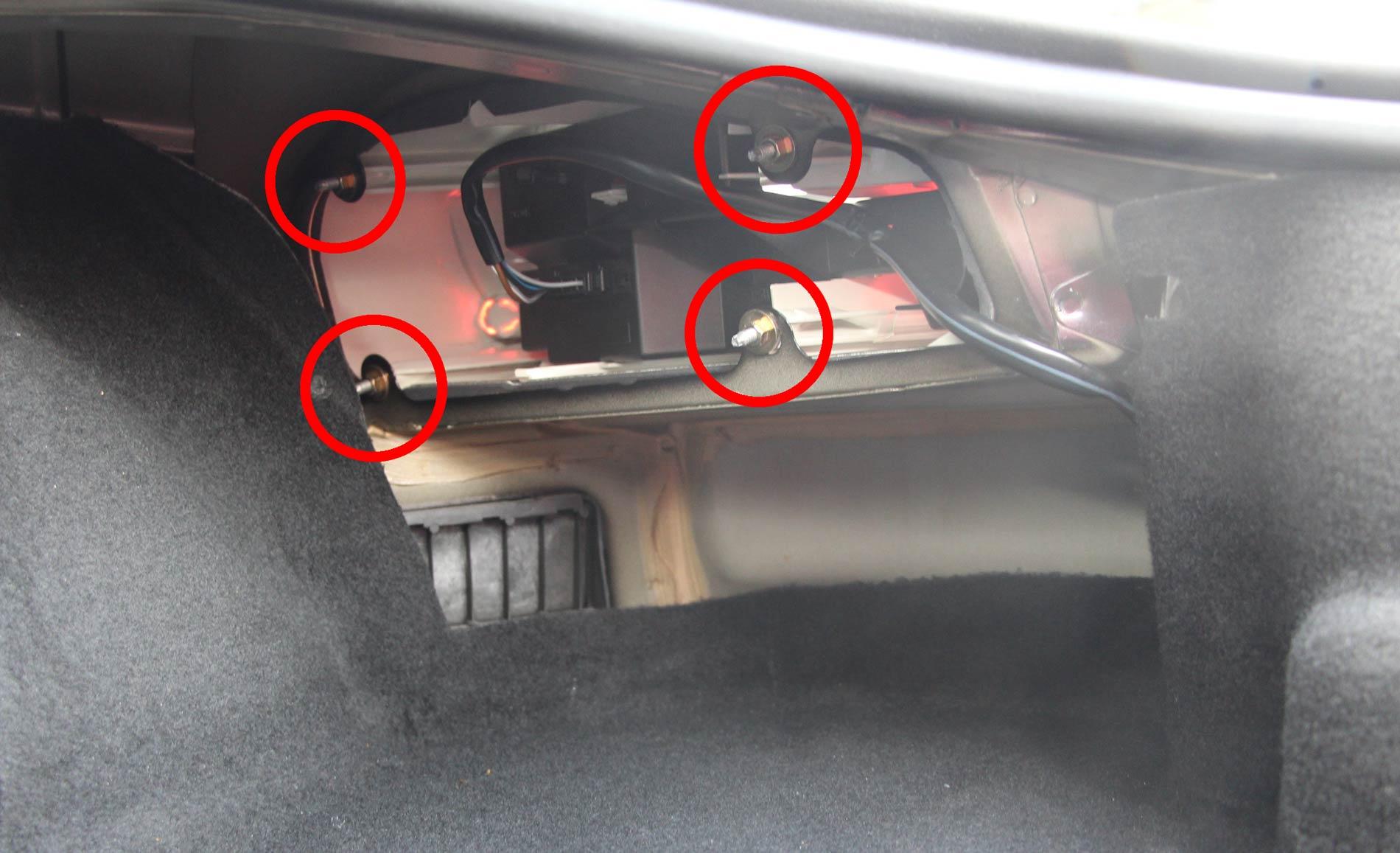 atatches arrière des Phares Boxster 986 démontage (étape 2)