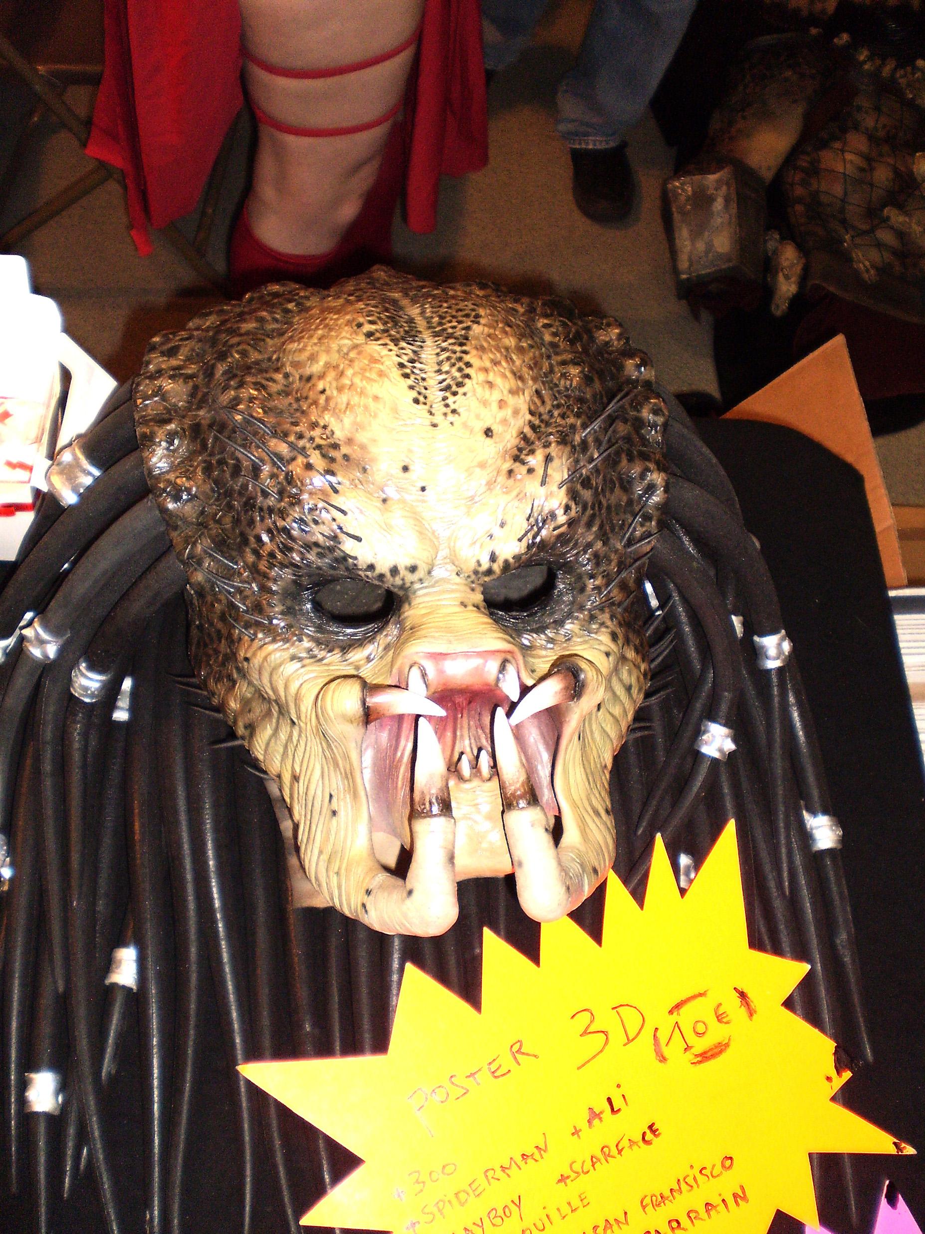 Le produit finit du masque de Predator; il n'est pas là pour rigoler.