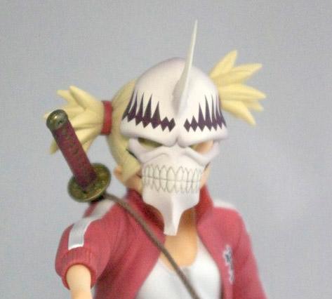 Le masque de Hollow vient rappeler le fait qu'Hiyori est une Wizard, c'est à dire une sorte de croisement entre un shinigami et un Hollow