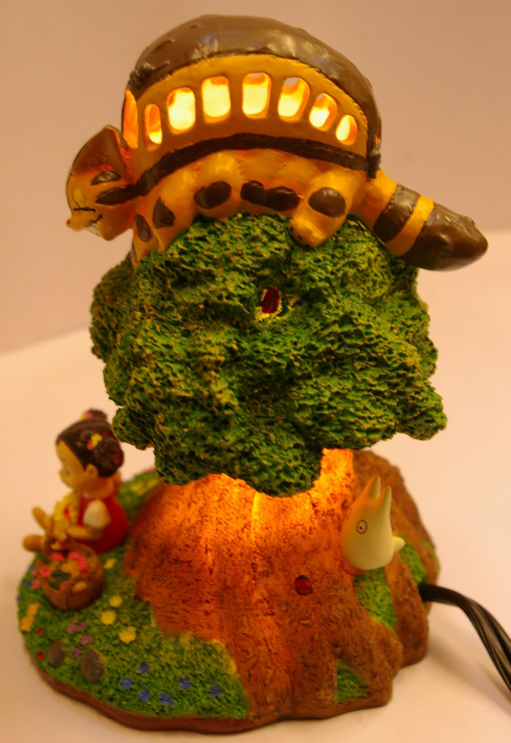 La lampe allumée de chevet Totoro