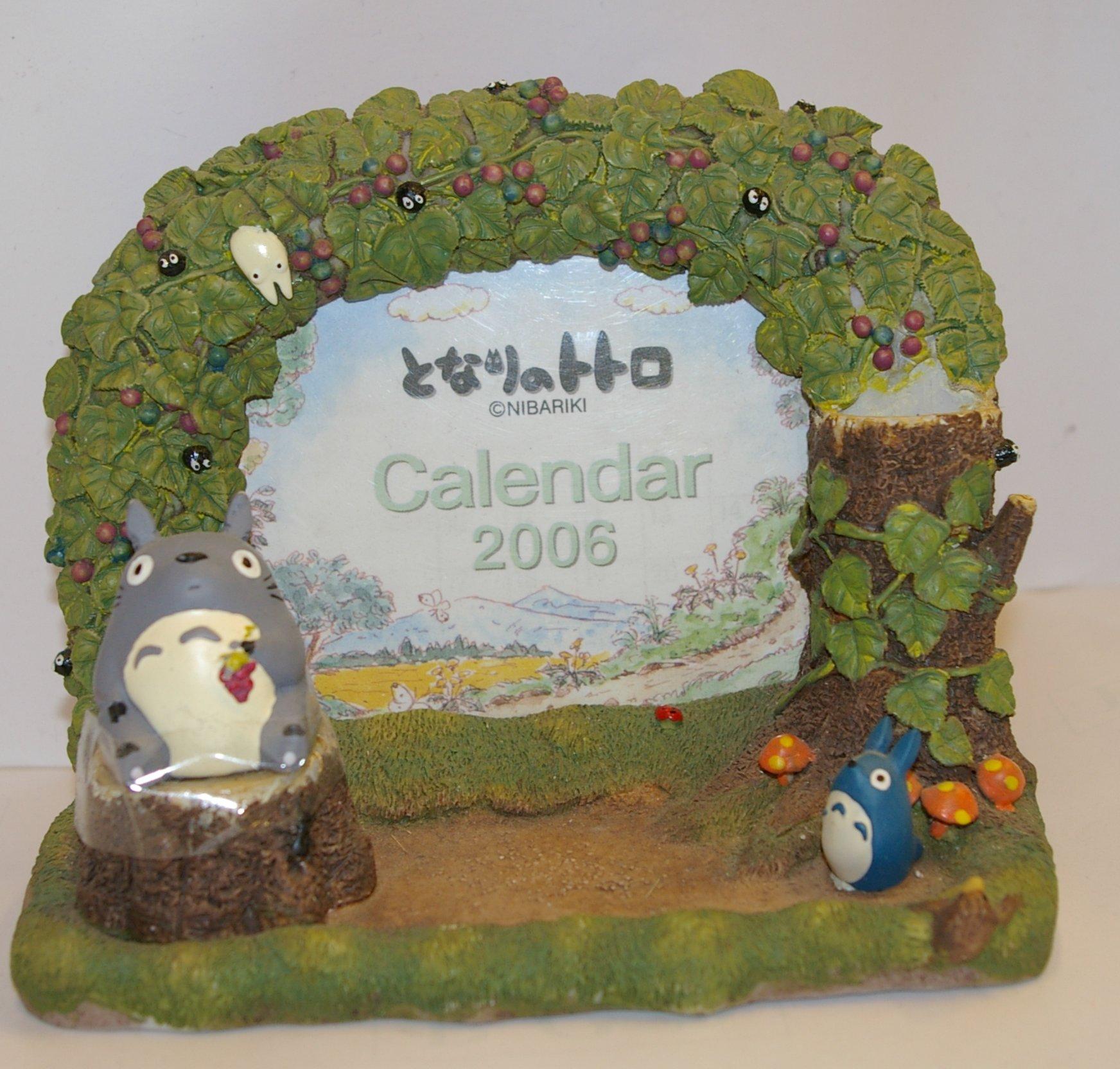 Calendrier champêtre Totoro devant
