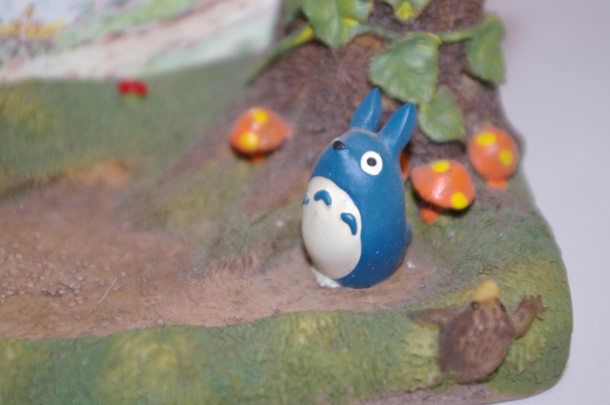 Gros plan sur le petit Totoro du Calendrier champêtre Totoro