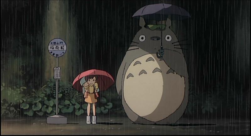 Satsuki, Mei et Totoro à l'arrêt d'autobus
