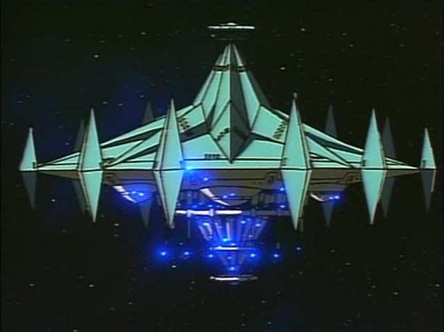 le vaisseau mère d'Alberich est immense par rapport aux chasseurs