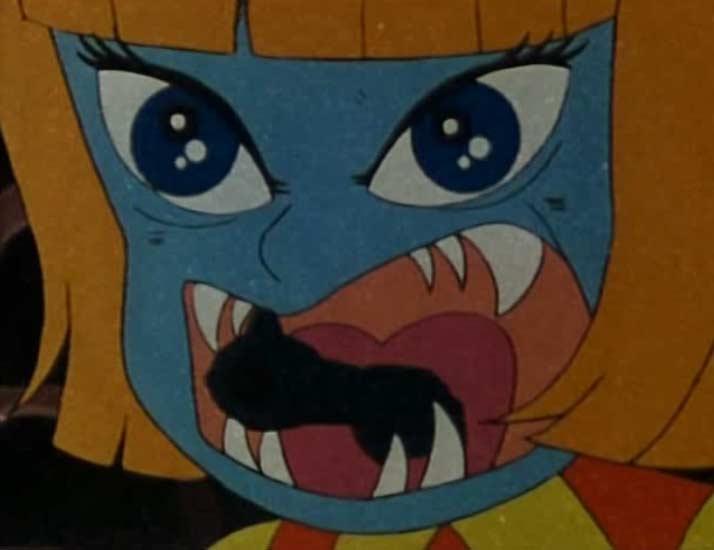 La poupée cache un pistolet dans sa bouche