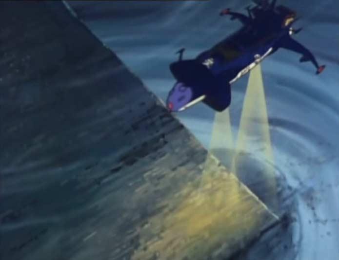 L'Atlantis s'approche de la pyramide pour l'étudier