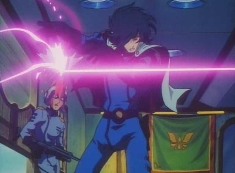 Emeraldas intervient pour désarmer l'adversaire d'Hiroshi avant qu'il l'abatte.