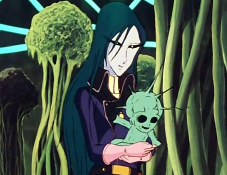 Madeleine tient un bébé sylvidre qui vient de sortir de l'incubateur