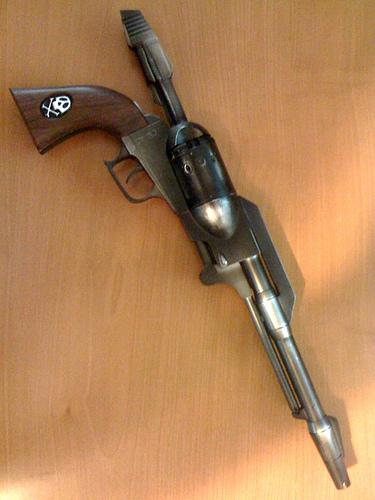 Le Cosmo Dragoon est une arme porté à la fois par Albator et Toshiro