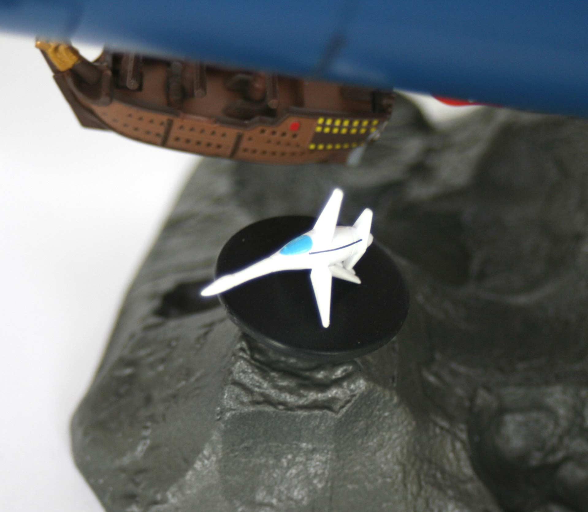 On peut exposer le chasseur sur une plateforme situé près du galion