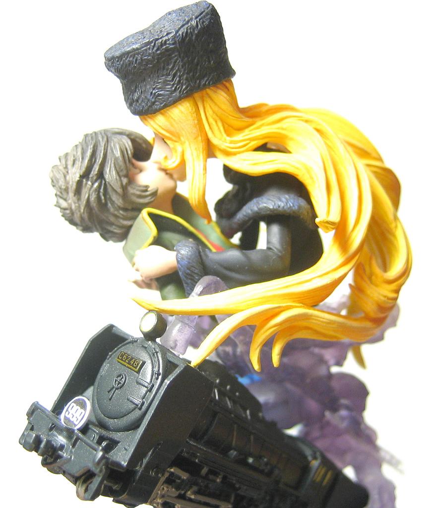 Figurine : Maetel finira par éprouver un attachement pour Tetsuro qui va passer de l'amitié à un sentiment d'amour