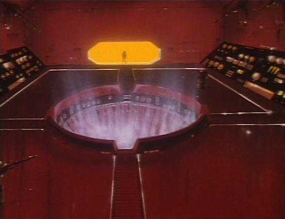 Le père de Lidia pénètre dans la salle de l'ordinateur de l'Ombre de la Mort, mais cette machine est protégée par des canons laser