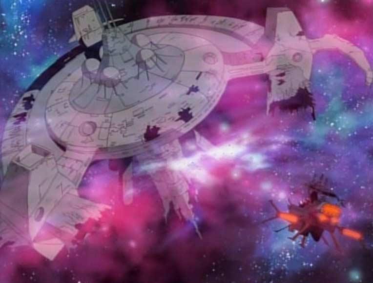 Une épave de station spatiale surgit devant le Karyu