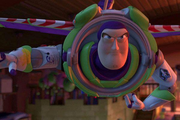 l'en vole de Buzz fait directement référence au premier film (Toy Story 3 - Pixar)