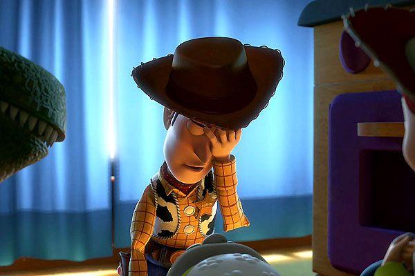 Woody est désespéré de ne plus réussir à attirer l'attention d'Andy