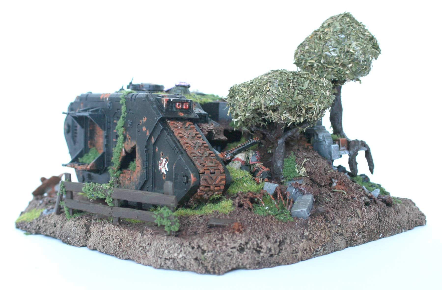 Epave de land raider diorama black templar warhammer 40k for Decor 40k