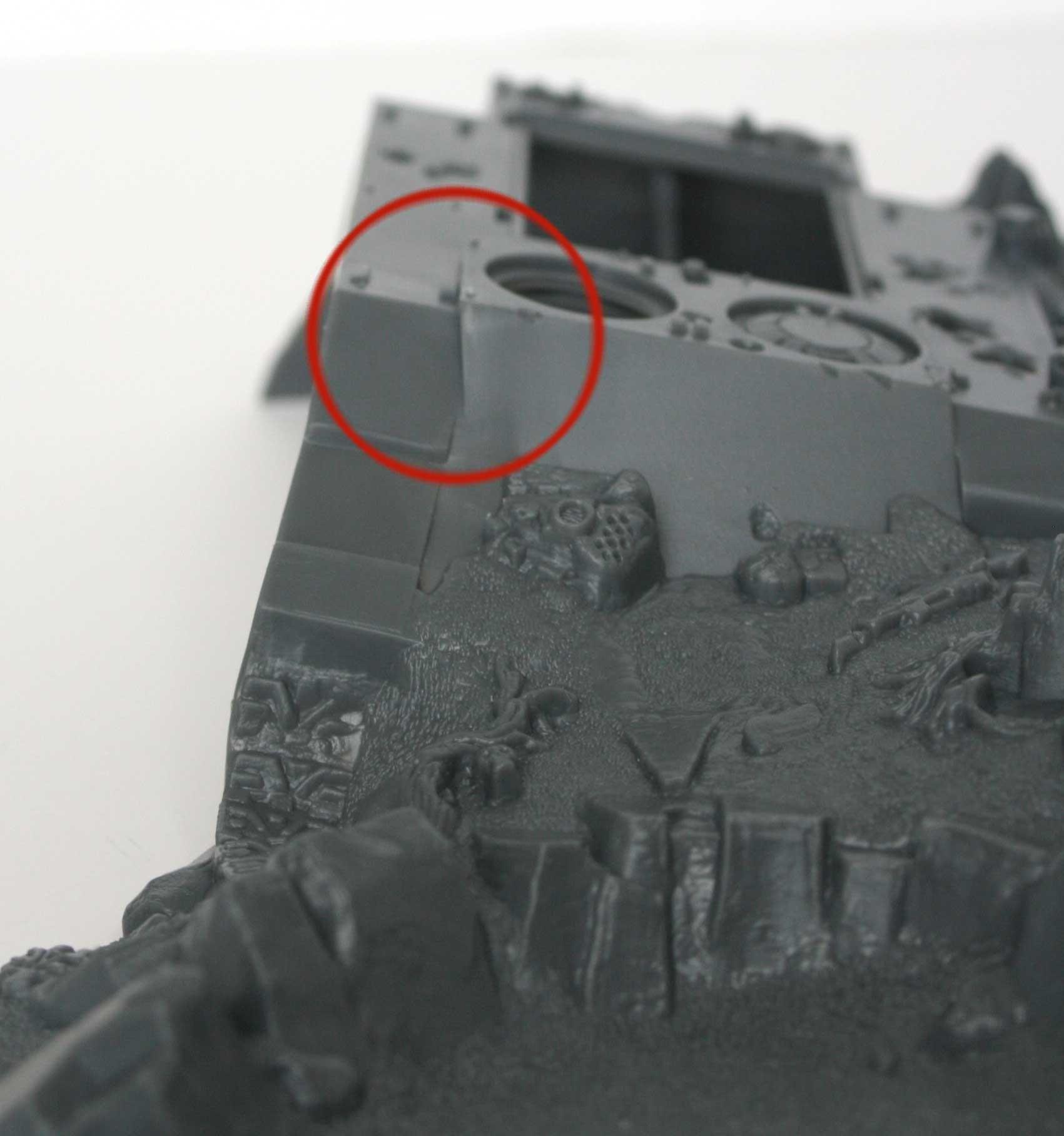 Les deux côté du tank ne sont pas parallèle pour permettre l'éjection de la pièce hors du moule