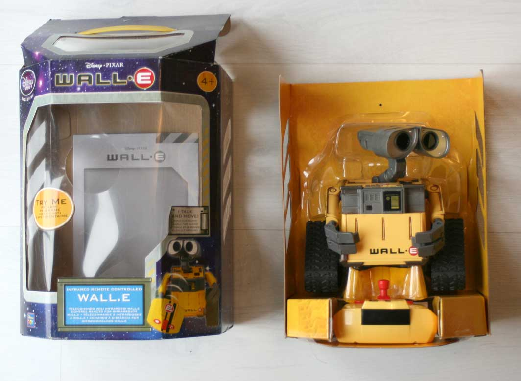 Thinkway Toys : Wall-E télécommandé (2008) Packaging ouvert