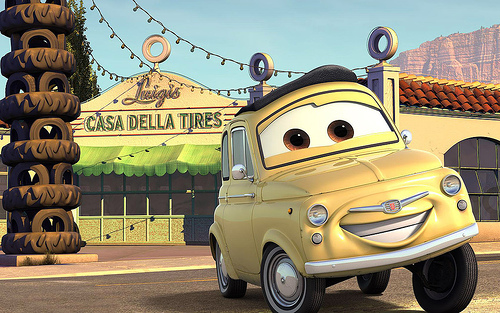 Luigi devant son magasin (Cars - Pixar)
