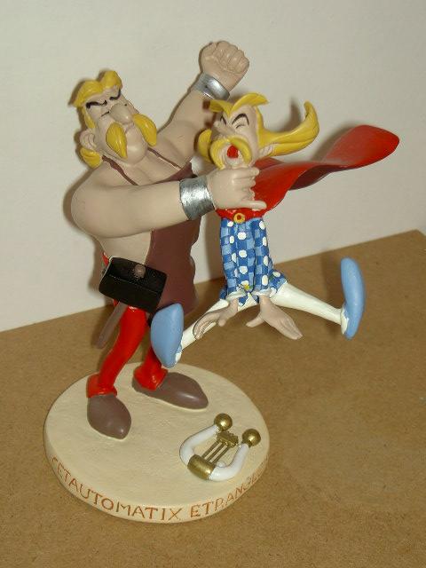 figurine d'Assurancetourix et de Cétautomatix le forgeron